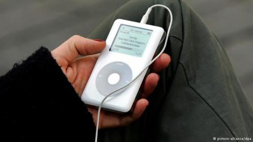 Dengarkan Podcast/Audiobook Saat Berangkat Kerja Walau hanya membutuhkan 10 menit hingga ke tempat kerja, isi waktu tersebut sambil mendengarkan podcast atau audiobook yang bisa menstimulasi kecerdasan Anda.